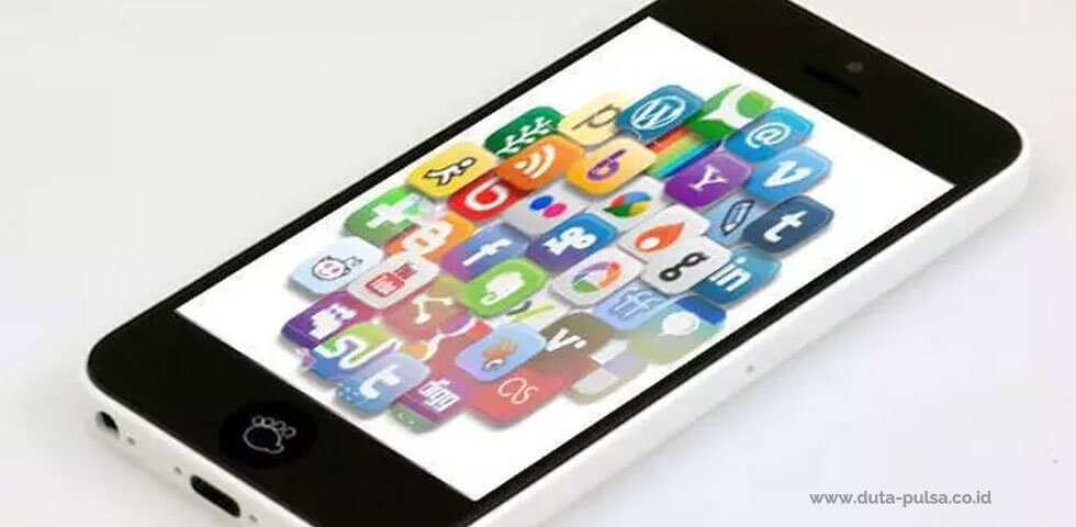 peningkatan pengguna sosial media di ponsel indonesia